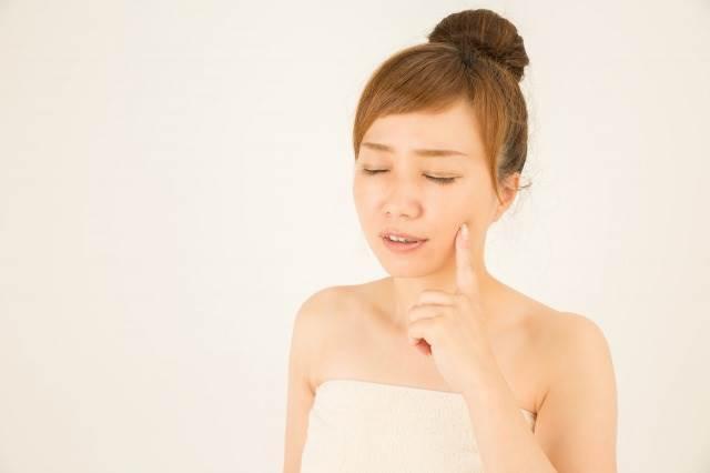 敏感肌になると肌荒れや炎症・赤みなどのトラブル起きやすくなります。